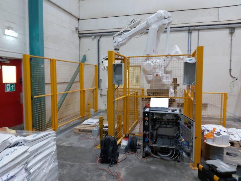 palletiser robot cell